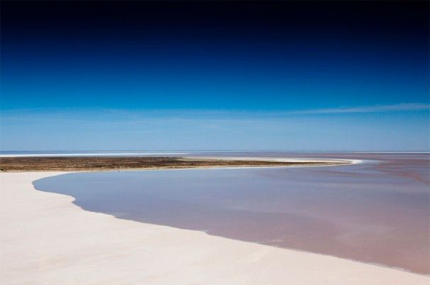 Lake Eyre - Australia's largest inland lake